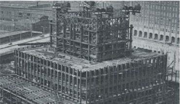 Jadro veží WTC - 47 masívnych prepojených oceľových stĺpov.
