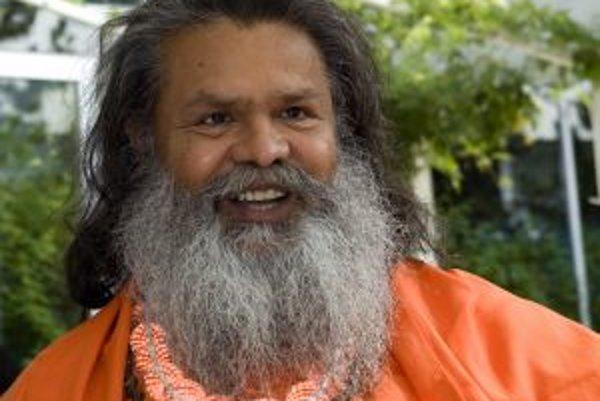 Narodil sa v Indii, v roku 1972 odišiel do Európy. Vyučuje jogu vo svete, vedie semináre a prednáša. Vytvoril systém telesných, dychových, relaxačných a meditačných cvičení pod názvom Joga v dennom živote. Na svojich cestách šíri myšlienky svetového mieru