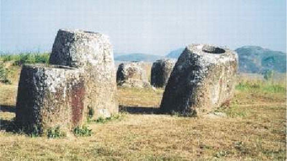95. Laoský Stonehenge