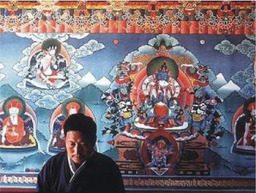2) 6 diskov na maľbe z budhistického kláštora Dharmasala