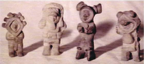 14b) sošky postáv v skafandroch Equádor