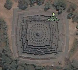 Svět plný pyramid