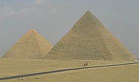 Kdo byli dávní stavitelé velkých pyramid?